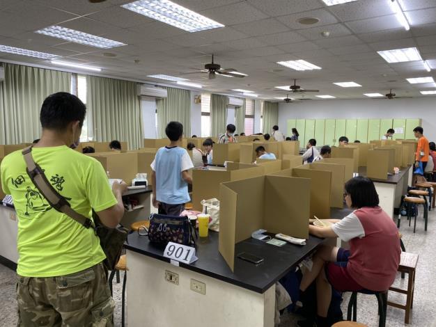 臺南會考首日 狀況良好 一人進發燒試場(共2張)-1