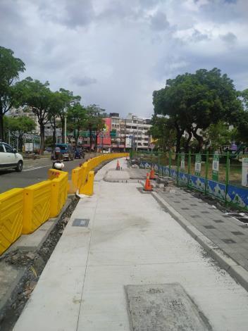 公園南路施作中安全設施