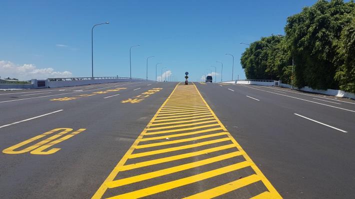 濱南路全線完成路平工程橋面