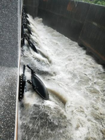 永康分洪抽水站抽水照片
