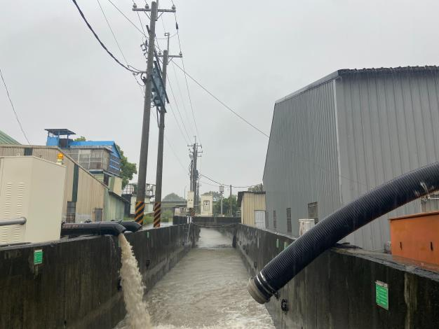 建國排水抽水平台抽水作業