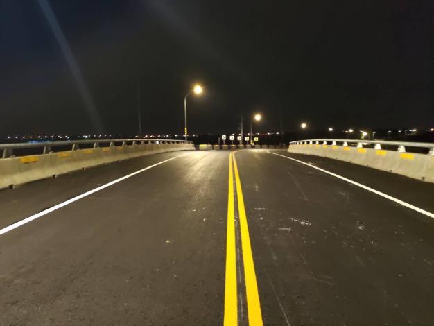 麻豆排水黑橋改建工程完成-夜間路燈
