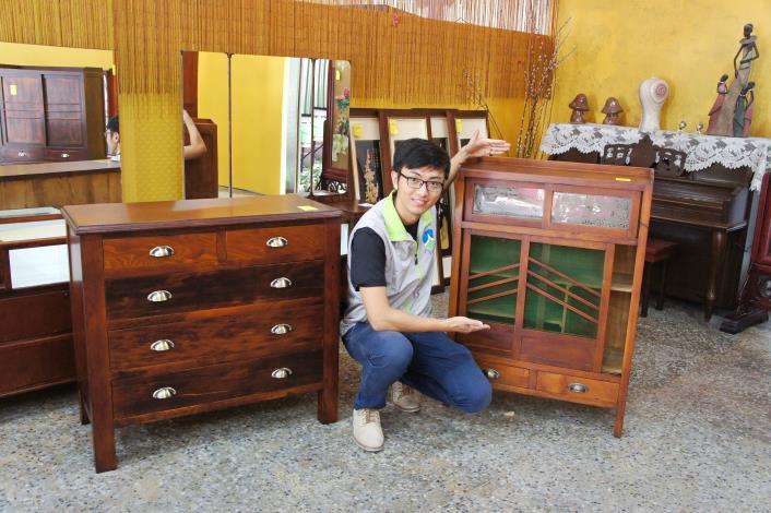 藏金閣50年代楠木桌櫃、檜木小菜櫥競標拍賣啦(共2張)-1