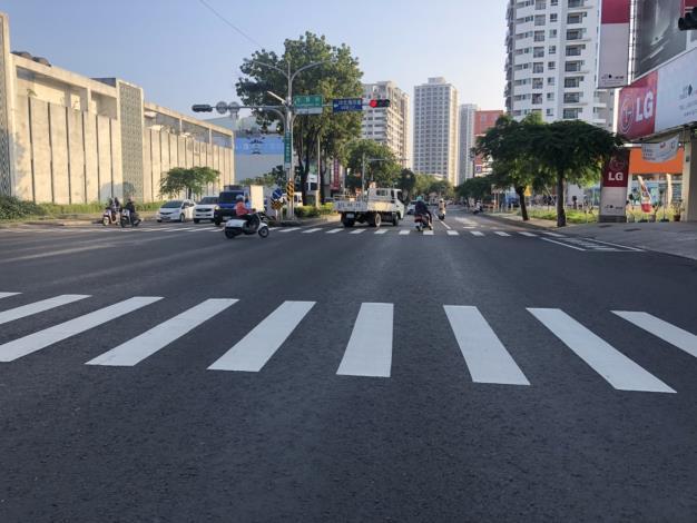 中華西路LG商店前路口