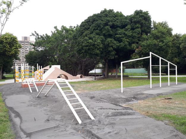 攀爬遊樂設施