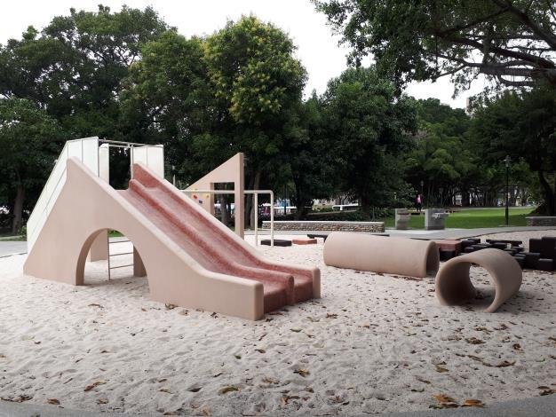 沙坑結合溜滑梯遊樂區