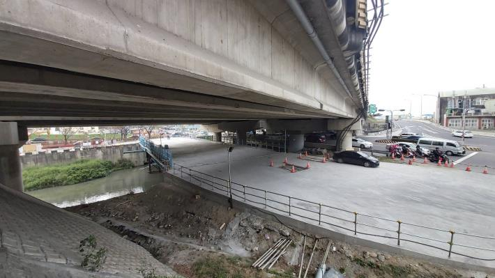 萬代橋改建搭設鋼便橋替代道路