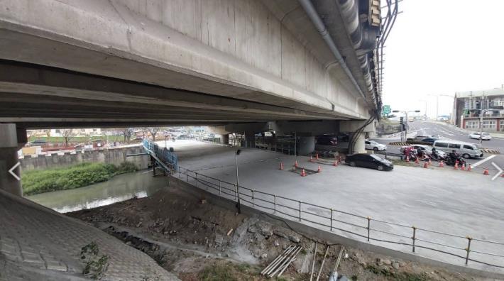 鋼便橋工程順利完成-路面
