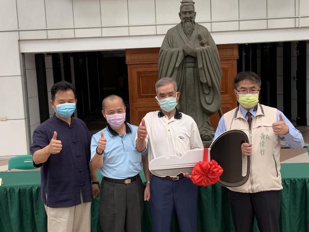 楊桓奇、楊桓和、楊政龍,三兄弟捐贈救護車助將軍區急救能量(共7張)-1