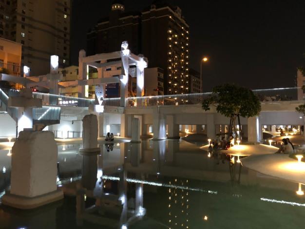 恢復人氣非常高的河樂廣場水池供水