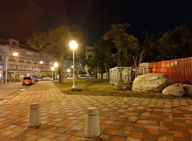 公園整建完成煥然一新夜晚