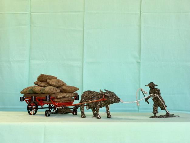 10-林允力鋼雕作品-老農與牛