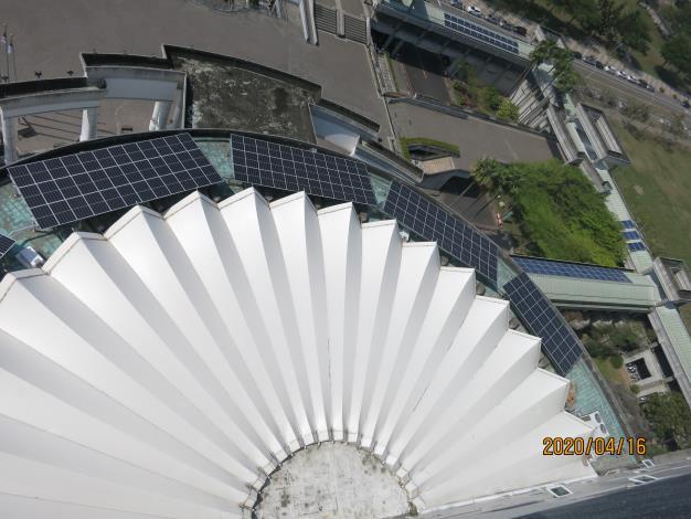 05 永華市政大樓7樓採光圓環平台太陽光電系統.JPG