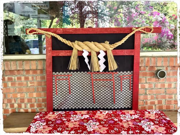 14-張淑娥稻草編工藝展-注連繩-鳥居上的注連繩