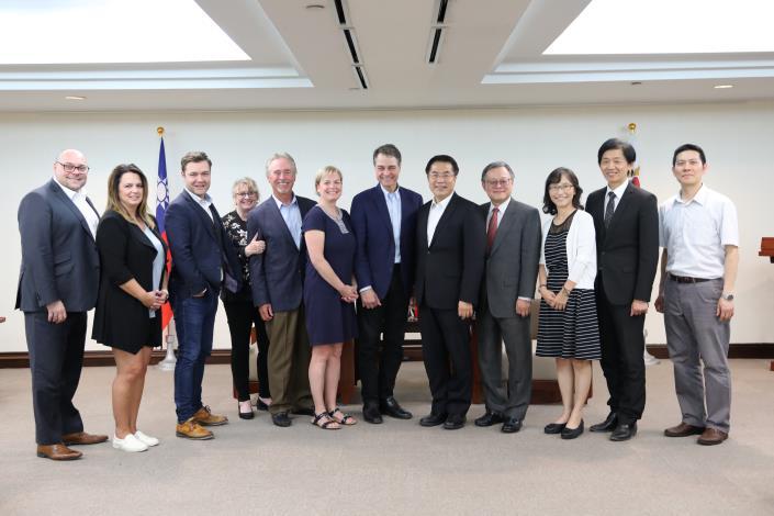 加拿大國會議員團拜會市長黃偉哲,盛讚臺南猶如夢想中的城市(共3張)-1
