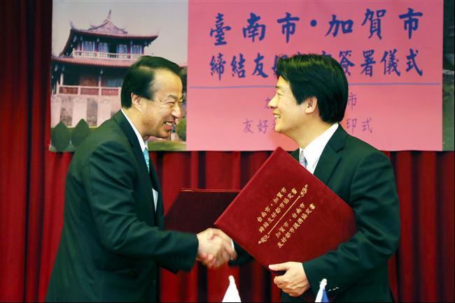 賴市長與日本加賀市市長宮元陸共同締結友好關係