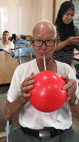 1080731動動班肺活量比一比之吹氣球.JPG