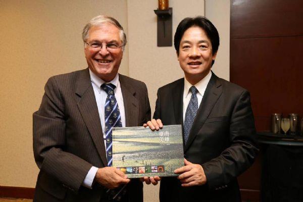 Mayor Lai met with Pasadena City Mayor Terry Tornek