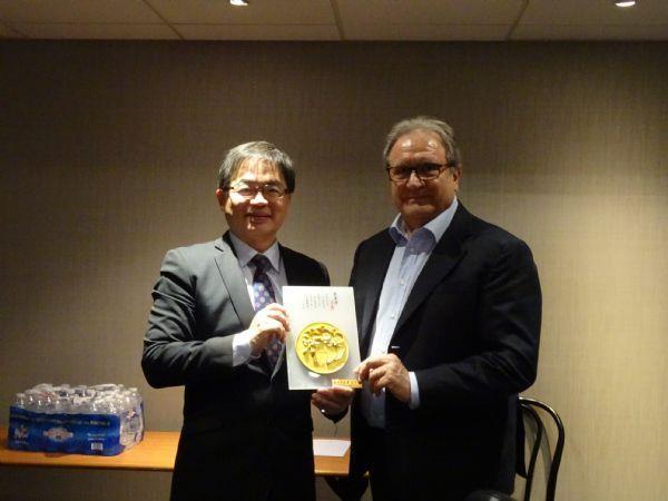 Mayor Li and WBSC President Riccardo Fraccari
