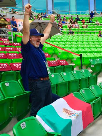 Mexican Representative Martin Torres Cheers on Athletes in Tainan-3
