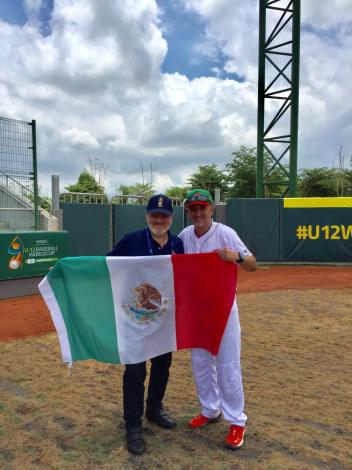 Mexican Representative Martin Torres Cheers on Athletes in Tainan-5