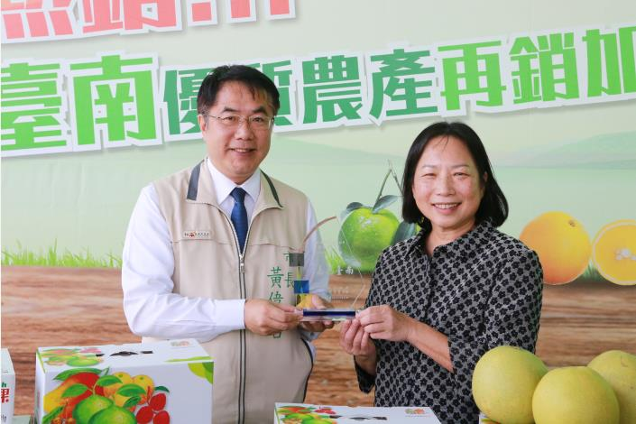 Mayor Huang Wei-che Markets First-class Tainan Produce to Canada-2