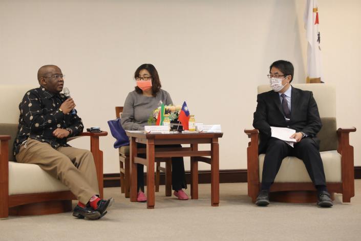 South African Representative Seraki Matsebe Visits Tainan Mayor Huang Wei-che 3