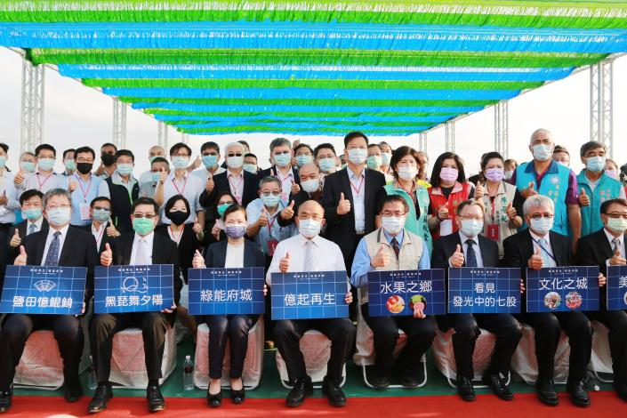 Taiwan's Largest Solar Power Plant Officially Launched in Tainan. Mayor Huang Wei-che Aims to Transform Tainan into a Smart Green Energy Model City 1