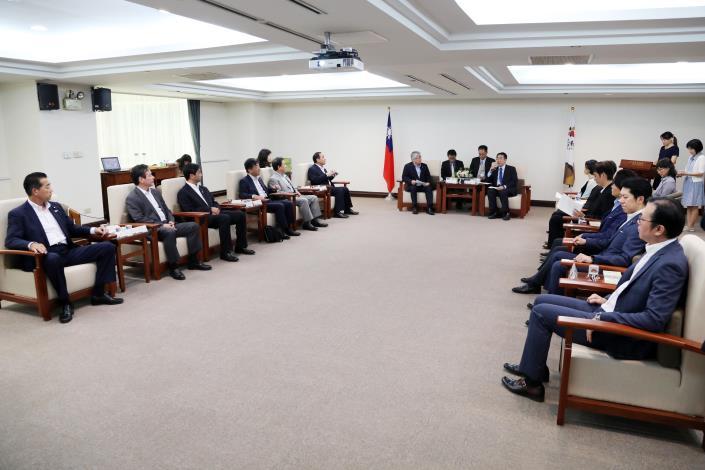 自民党議員が台南市を訪問 日台の友好交流促進に期待-3