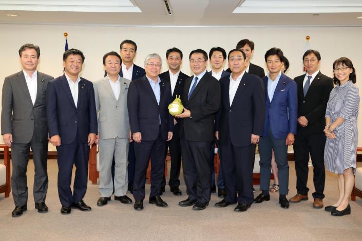 自民党議員が台南市を訪問 日台の友好交流促進に期待-1