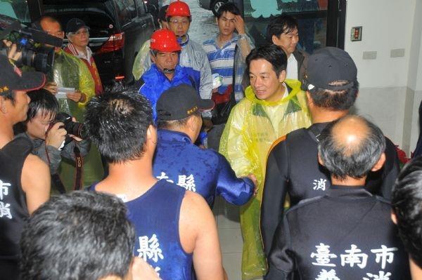 101年6月20日賴市長感謝消防兄弟協助新化地區救災