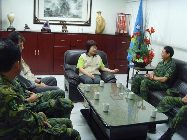 副指揮官陳美伶秘書長接待陸軍八軍團指揮官鄭德美中將