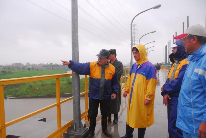 賴市長視察柳營龜子港排水出口閘門