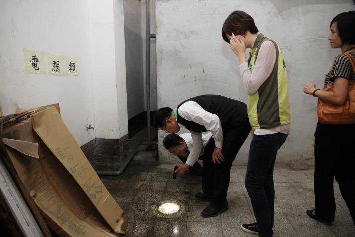 顏副市長到文元國小地下室稽查防疫情形