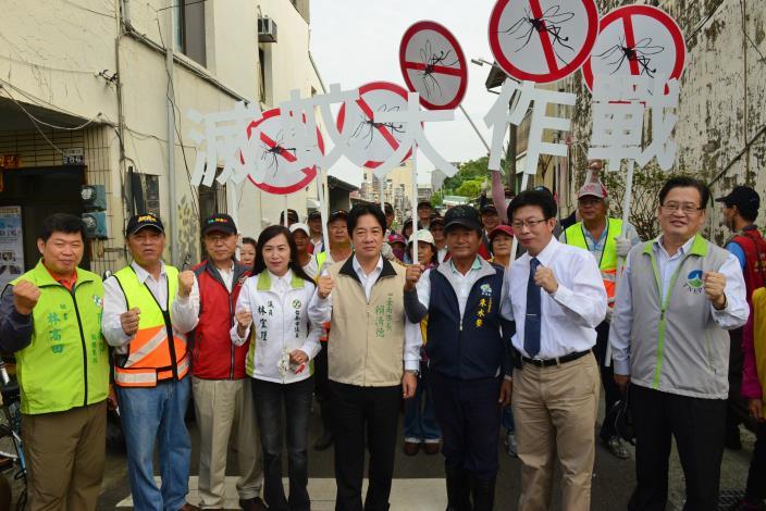 賴市長帶領交通局同仁及永康區三合里志工隊員一同舉行9月份防疫清潔日