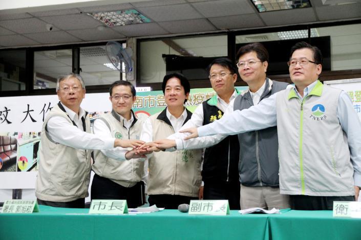 賴市長和郭署長對外宣示中央與地方並肩作戰的決心