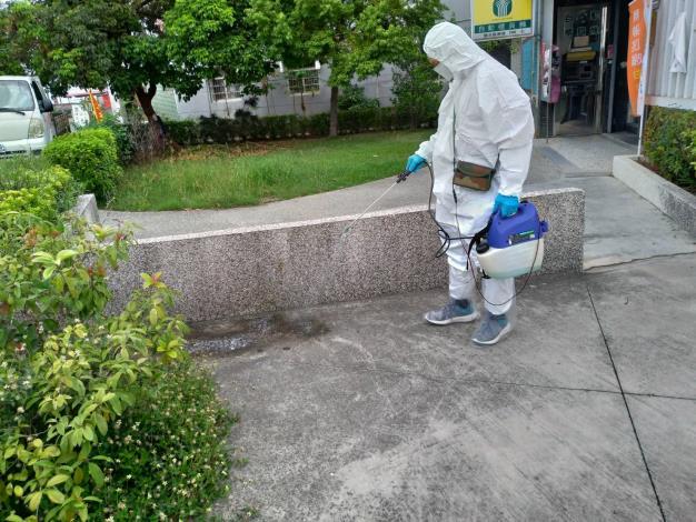 圖三、動保處現場防疫消毒