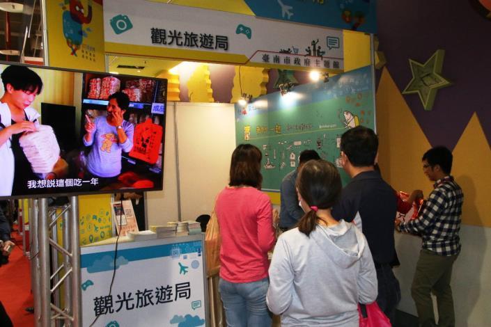 遊客參觀觀光旅遊局