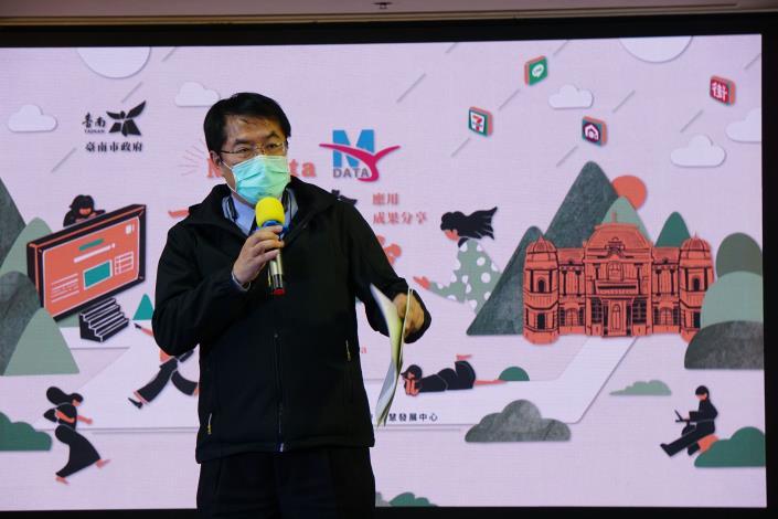 黃偉哲市長說明一站式服務