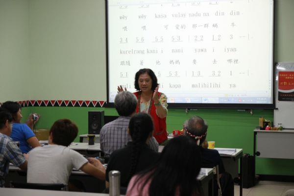 族語教材、教具製作及遊戲規劃/洪艷玉理事長