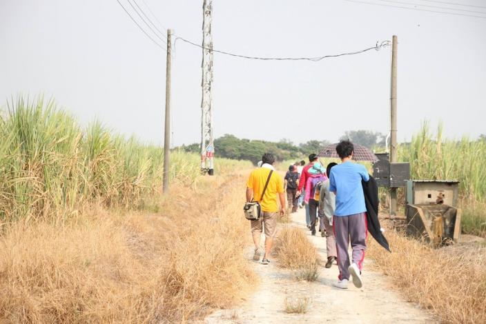 帶領學員們前往國母山遺址、西寮遺址與倒風內海故事館,尋找史前文化所遺留下來的文物