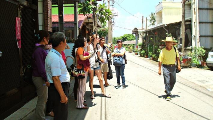 萬秘書、外國志工及暑期工讀生繼續進行拜訪