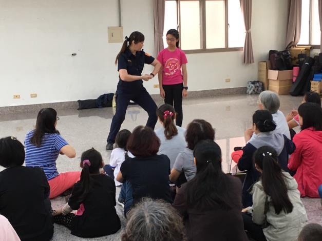 歸仁里活動中心辦理婦幼安全宣導及防身術8