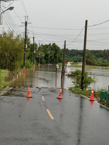歸仁區連結高雄市阿蓮區中路橋及石安橋已達警戒水位封橋3