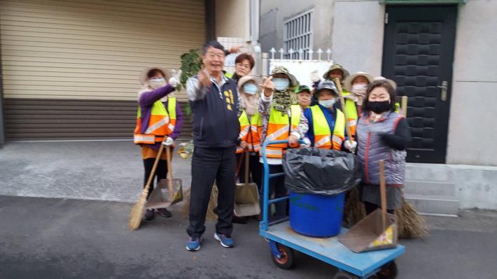 「歸仁區年終大掃除活動」看西里合影