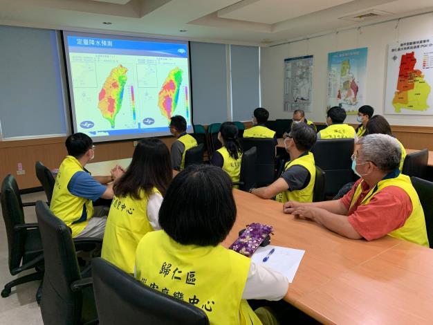 臺南市災害應變中心指示因應梅雨滯留鋒面歸仁區公所亦同步開設