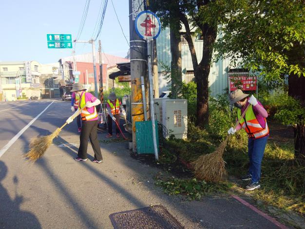 環保義工隊進行環境清潔