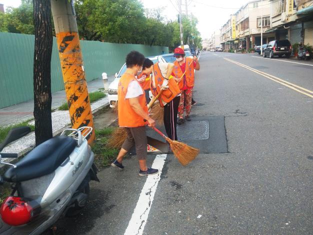 許厝里義工打掃環境清潔
