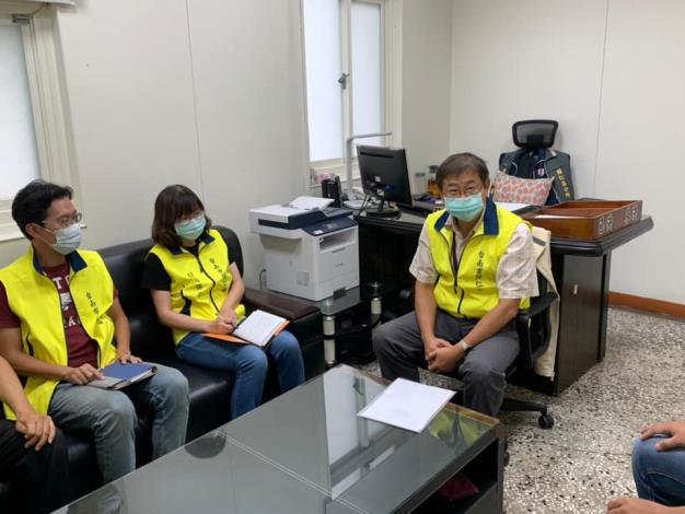 柳區長世雄於27日上午召集各編組開會