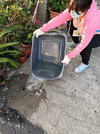 清除居家環境室內外積水容器1